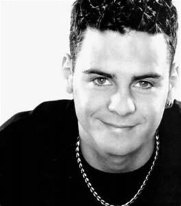 Scott Robinson (singer) - JungleKey.co.uk Image