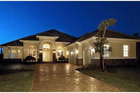 spacious single story home check    favorite house plan americas