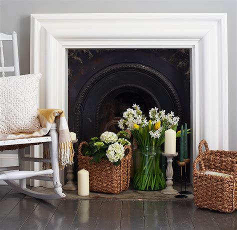 creative ways  decorate   working fireplace