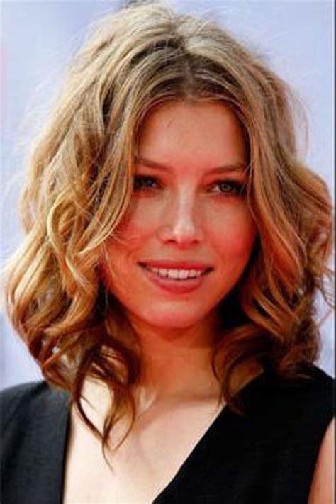 Medium Length Hairstyles Wavy Hair