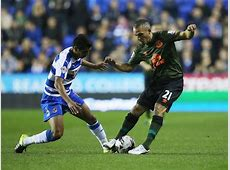 Paolo Hurtado of Reading and Leon Osman of Everton compete