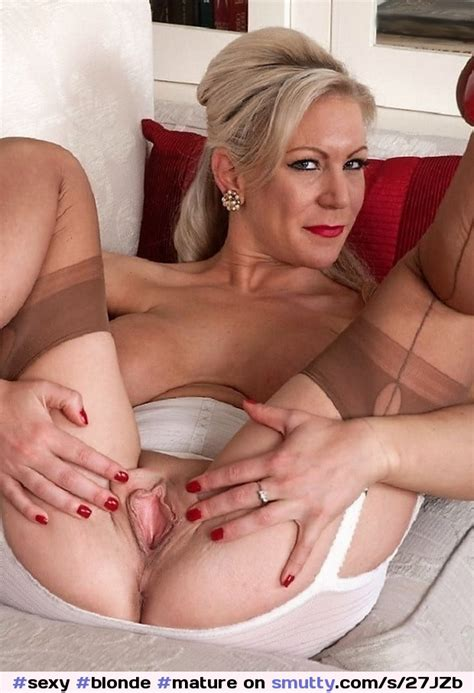 Sexy Blonde Mature Naked Saggy Tits Open Shaved