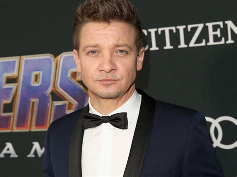 Jeremy Renner Shuts Down App Over Trolls Impersonating Him