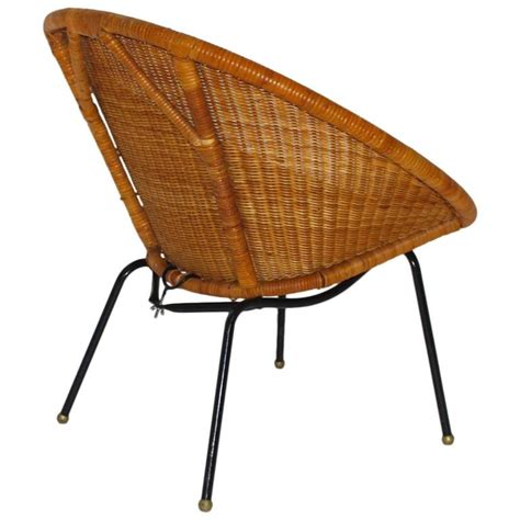 The seat and back are designed with slender supports that are crossed by rattan threads, keeping the whole piece super breezy. Mid-Century Modern Italian Woven Rattan Club Chair, 1950s ...