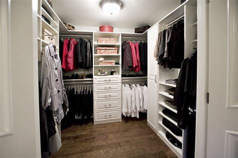 white melamine walk in closet in with foil fronts
