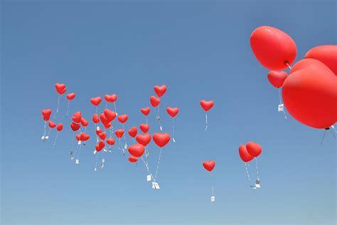 ballons steigen lassen zur hochzeit hier alle informationen