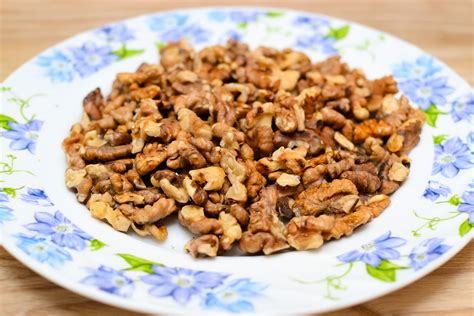 toasting walnuts 3 ways to toast shelled walnuts wikihow