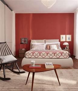 Divano Rosso Parete Tortora ~ Idee per il design della casa