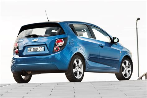 chevrolet aveo hatchback review   parkers