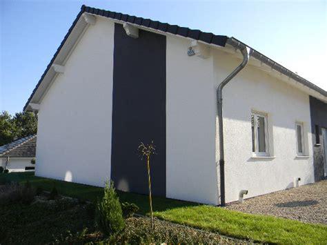 hausfassade streichen ideen fassade gt farben hausfarben garage doors outdoor decor und home decor