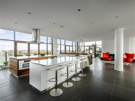 White Modern Kitchen Pictures: Party in the Penthouse