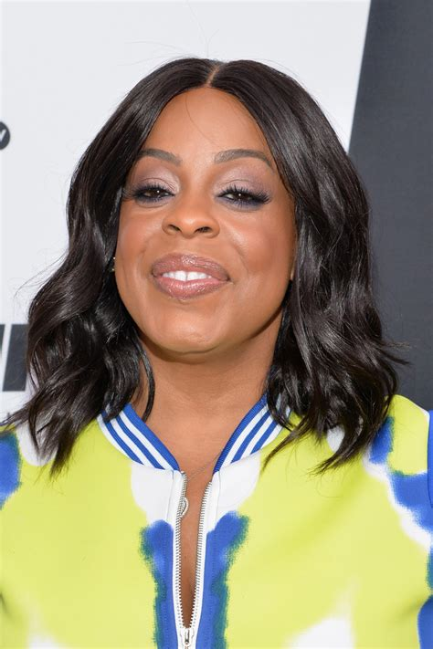 niecy nash medium wavy cut shoulder length hairstyles