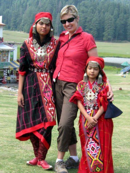 indian tourists dressed  traditional dress  clothes