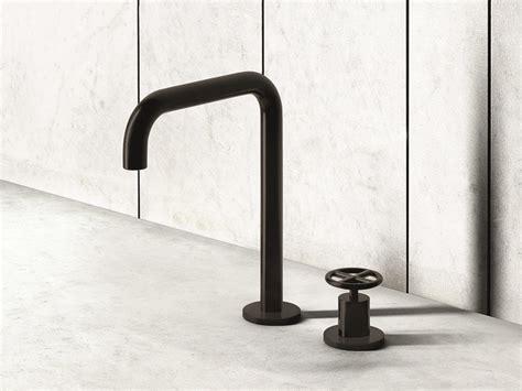 rubinetti per lavabi da appoggio miscelatore lavabo con comando remoto da appoggio fontane