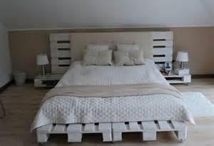 diy schlafzimmer diy bett mit kopfteil und nachttische weiß aus paletten coole schlafzimmer idee freshouse