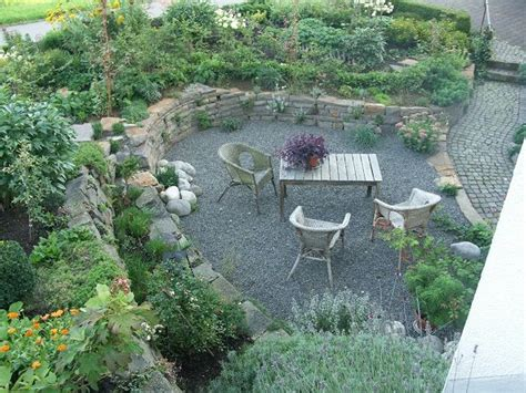 sitzplatz garten kies sitzplatz mit kies senkgarten sunken garden