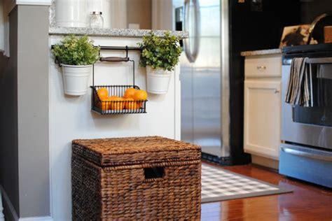 herbes aromatiques en cuisine d 233 co cuisine en herbes aromatiques en pots en 20 id 233 es cool