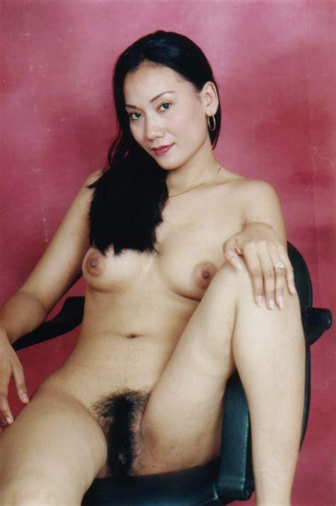 Tante Yutri Telanjang