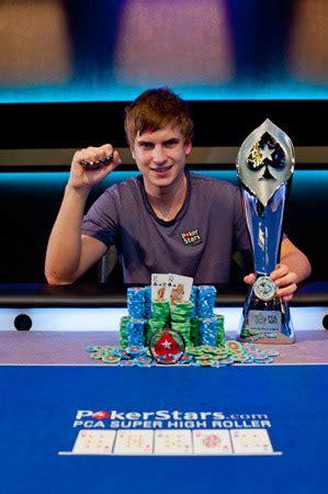 Viktor Blom Ist Der Pca Super Highroller Champion Pokerfirma