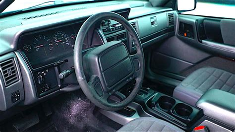 interieur goes 2017 jeep grand one interior goes plaid jeep grand