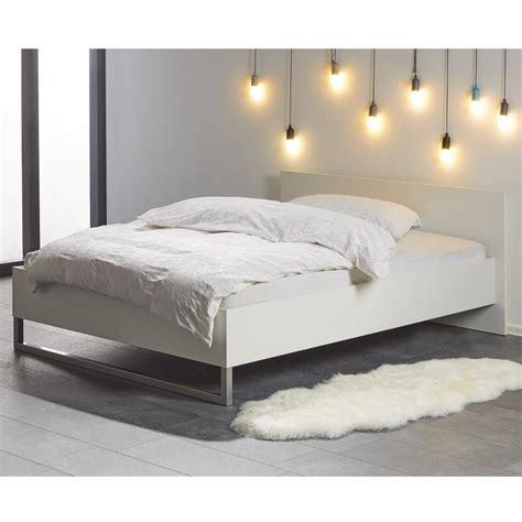 Bett 140x200 Cm In Weiß  Bettgestell Im Modernen Design