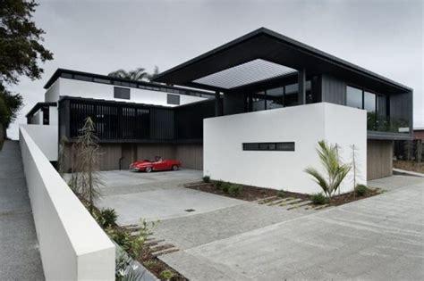 Modernes Haus Weiß by Modernes Haus Garrage Oldtimer Grand Designs