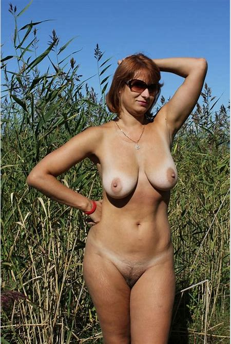 Russian mature wife with big boobs posing outdoors | Russian Sexy Girls | 7sar.ru