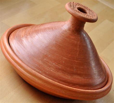 cuisiner avec un tajine en terre cuite plat à tajine en terre cuite du maroc trendyyy com