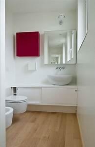 Badezimmer Ideen Für Kleine Bäder : ideen kleine b der holzboden spiegelschrank quadrat wei er kleiner wand waschtisch badezimmer ~ Indierocktalk.com Haus und Dekorationen