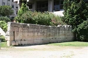 Proteger Le Bas Des Murs Exterieurs : file mur de crinas jardin des wikimedia commons ~ Dode.kayakingforconservation.com Idées de Décoration