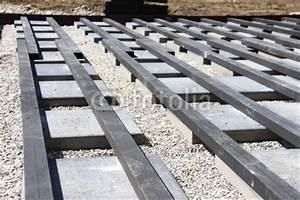 Unterbau Für Holzterrasse : hausbau terrasse unterbau xi stockfotos und lizenzfreie bilder auf bild 64488488 ~ Markanthonyermac.com Haus und Dekorationen