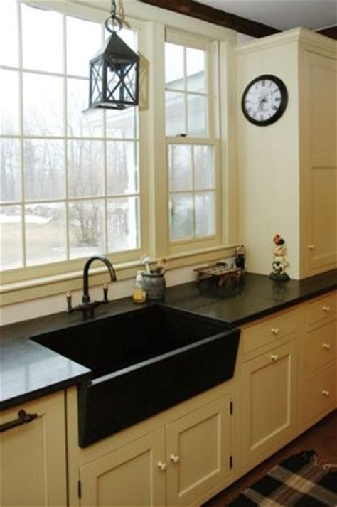 Ray and Pat like this - cream cabinets with black hardware
