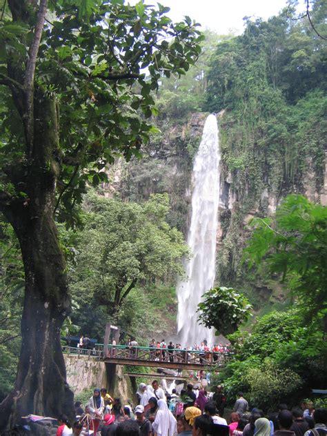 tawangmangu air terjun indah tempat wisata foto gambar