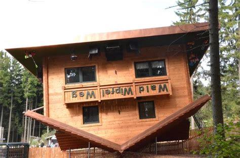 Das Haus Auf Dem Kopf Ist Das Beste Erlebnis  Bild Von
