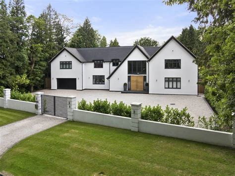 6 Bedroom Detached House For Sale In Chipstead, Cr5