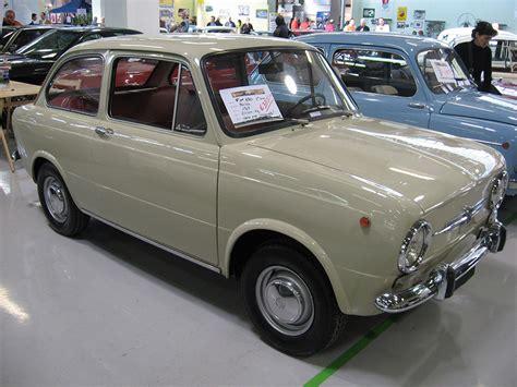 Fiat 850 Sedan by Fiat 850 Klassiekerweb
