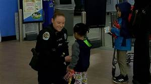 Huntsville police officers spreading holiday cheer with ...