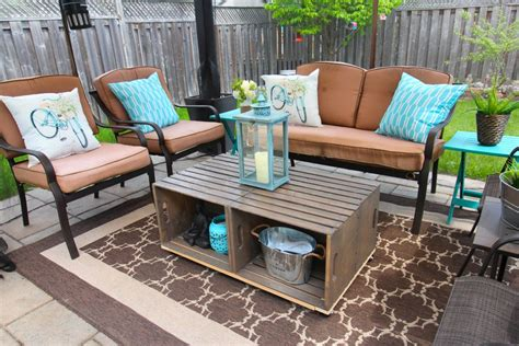 We have collected some really cool diy coffee table ideas. DIY Outdoor Crate Coffee Table with Wheels {Rustic, Farmhouse}