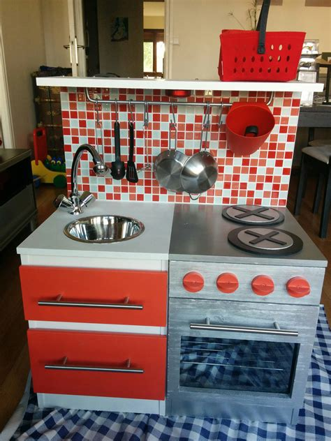 cuisine avec enfants diy construire une cuisine pour enfant sur une base ikéa
