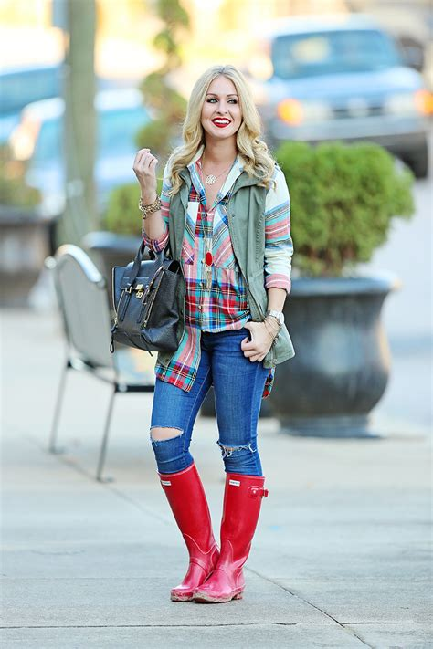 How to Style Hunter Boots Outfit Inspiration - Cort In Session