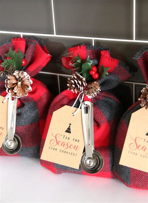 fun simple gifts  neighbors  christmas
