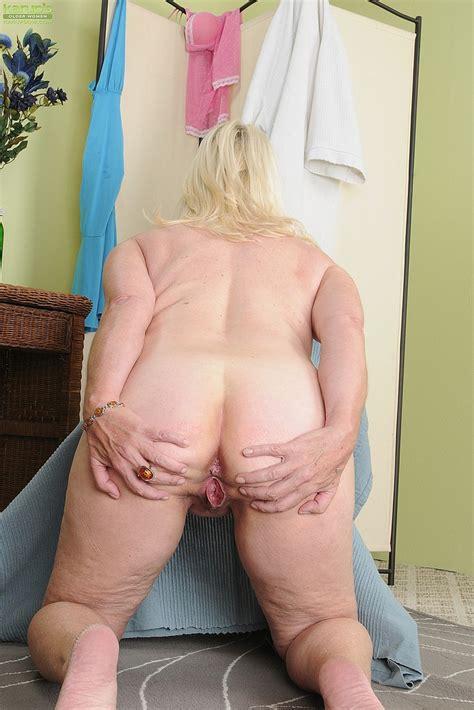 blonde milf angelique caress her punani milf fox