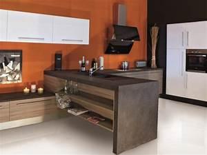 Cuisine moderne coloree et epuree possedant un meuble en for Meuble evier bois