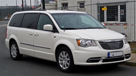 filechrysler town country   touring  facelift