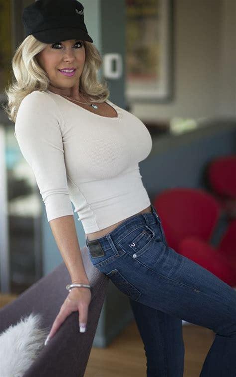 Stacked Milf Wife Blonde Brunette Wifey Sharesome
