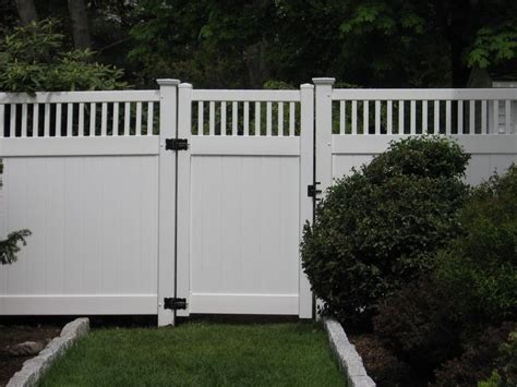Vinyl Fence With Essex Topper