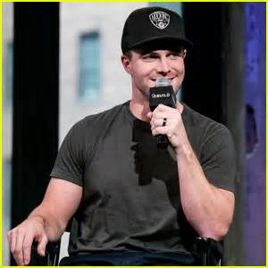 Stephen Amell Hopes There Are 'No Superpowers' Next Season ...