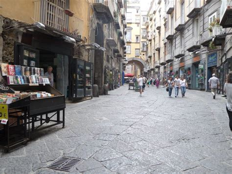 librerie piazza dante napoli da piazza dante a alba una passeggiata tra libri e