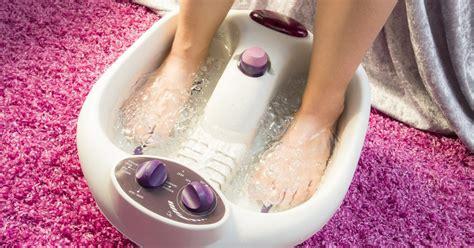 Detoxification Through the Foot   LIVESTRONG.COM