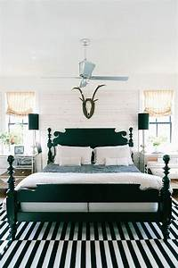 black and white bedroom How To Enhance A Décor With A Black And White Striped Rug
